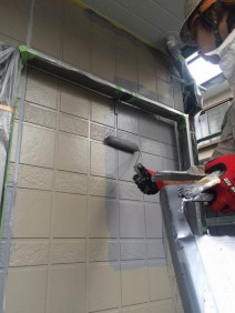 仕上げ塗料をキッチリ塗装し、より長持ちする様に施工を進めてください。